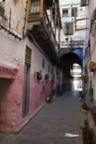 摩洛哥的狭窄的街道 闹事 图库摄影