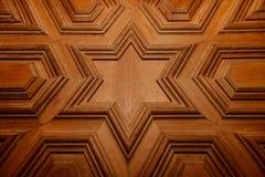 摩洛哥蔓藤花纹被雕刻的木头 免版税库存照片