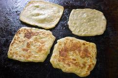 摩洛哥薄煎饼在准备时 免版税库存照片