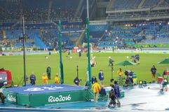 撑竿跳高标志横线在竞争高度 库存照片