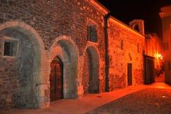 撒丁岛的迷人的中世纪镇卡斯泰尔萨尔多在晚上 库存照片