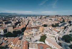 撒丁岛的首都的鸟瞰图从最高的塔的 免版税库存图片