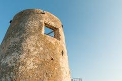 撒拉逊人塔在意大利,撒丁岛 库存图片