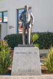撒母耳T 在圣地亚哥状态Univer校园里的黑纪念碑  免版税库存图片