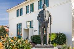 撒母耳T 在圣地亚哥状态Univer校园里的黑纪念碑  库存图片