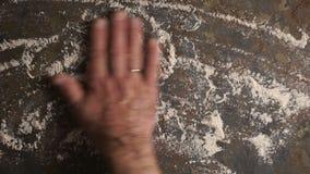 撒粉于成水平石桌的表面上 录影 股票录像