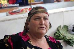 撒马而罕义卖市场,乌兹别克人妇女 免版税库存照片