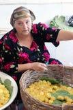 撒马而罕义卖市场,乌兹别克人妇女 图库摄影