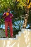 撕毁椰子的一个地方人从棕榈树 Kuda Huraa海岛,马尔代夫 库存图片