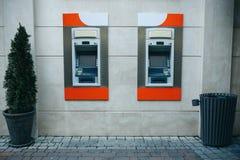 撤退的现代街道ATM机器金钱和其他财务往来 免版税图库摄影