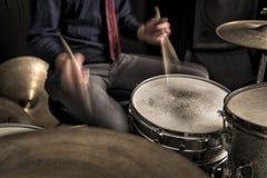 播放节奏,摇摆的鼓手 库存图片