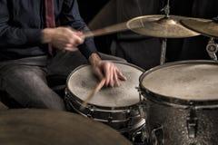 播放节奏, rimshot的鼓手 免版税库存图片