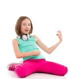 播放Air Guitar的小女孩 免版税库存照片