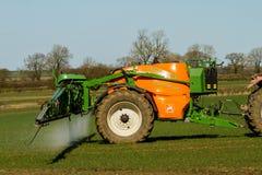 播种喷洒与amazone英国3200专辑喷雾器 免版税库存图片