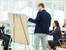 撰稿人公司做介绍企业队的队员的一个新的广告项目 免版税库存图片