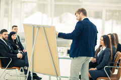 撰稿人公司做介绍企业队的队员的一个新的广告项目 库存图片