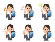 操作员女性智能手机套表示和姿态 库存例证