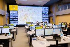操作员工作在公路交通控制中心 免版税库存照片