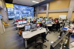 操作员工作在公路交通控制中心 库存照片