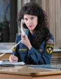 操作员得到电话急救工作 免版税库存照片