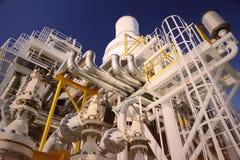 操作员油和煤气过程和船具植物,近海油和煤气产业、近海油和船具的录音操作在油的 库存图片