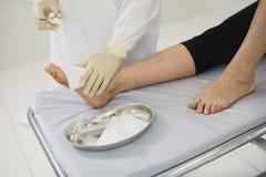 从操作的清洗的伤痕 缝皮肤在操作以后 库存照片
