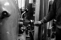 操作B的工业机器 免版税库存图片