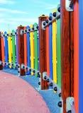 操场五颜六色的篱芭 免版税图库摄影