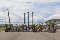 操场在体育场Fischt附近的索契奥林匹克公园 免版税图库摄影