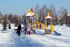操场在冬天城市 免版税图库摄影