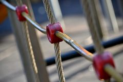 操场安全上升的绳索 免版税库存照片