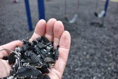 操场安全的切细的被回收的轮胎地板 免版税库存图片