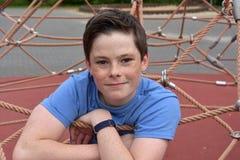 操场的十几岁的男孩 免版税库存照片