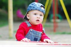 操场的可爱的婴孩夏令时 免版税库存图片