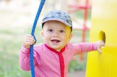 操场的愉快的微笑的婴孩 免版税图库摄影