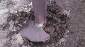 操练在冻土的一个孔 影视素材