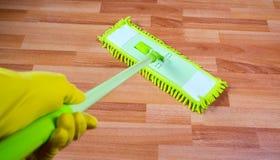 擦楼层洗涤物 库存图片