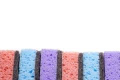 擦洗用的厚垫,在几种颜色的清洗的项目 免版税库存图片