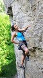 攀岩女孩在乌克兰 免版税库存照片