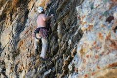 攀岩运动员/上升 库存照片