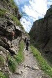 攀越阿尔卑斯的登山家 库存图片