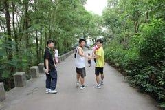 攀登亚洲青年时期的山 库存照片