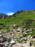 攀登山坡 免版税库存照片