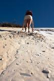 攀登沙丘 免版税库存图片
