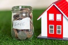 攒钱,购买房子的储款对商业投资的金钱和贷款的概念房子的不动产概念的 Invesment 免版税库存照片