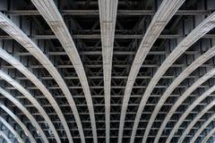 支持桥梁间距的平行的钢粱 库存图片