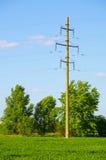 支持顶上的主输电线 免版税库存照片