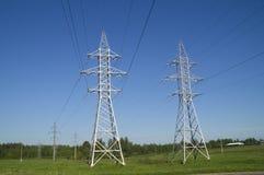 支持高压输电线 库存图片