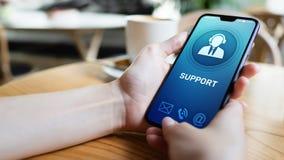 支持,在流动手机屏幕的客服象 电话中心,24x7协助 免版税库存照片