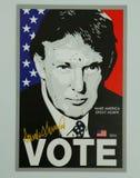 支持总统候选人唐纳德・川普的标志显示的 免版税库存照片